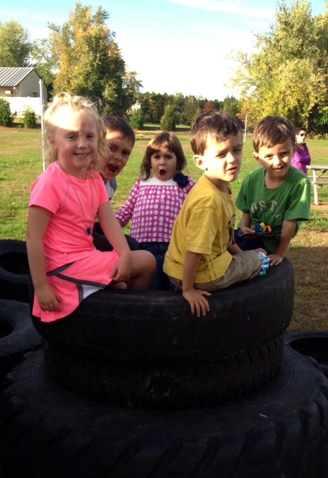 kidFIT kids in tire
